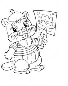 Бобер с рисунком в лапе