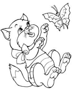 котенок играет с бабочкой