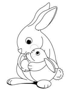 кролик держит ребенка