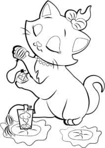 Кошка Мари играется