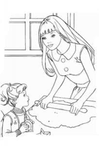мама с дочкой раскатывают тесто