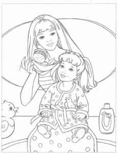 Мама делает прическу дочке