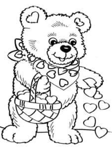 мишка Тедди посыпает лепестками сердечками