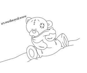 Медведь обнимает подушку