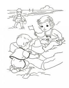 Детки лепят куличики