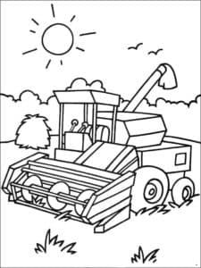 Комбайн работает в поле
