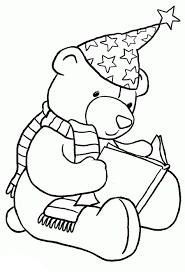 медвежонок читает книгу