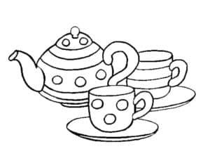 чайник и две чашки на тарелках