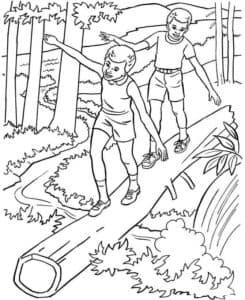 Дети идут по дереву