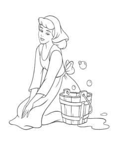 Золушка моет полы