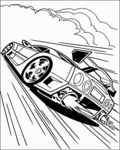 Гоночное авто едет по трассе