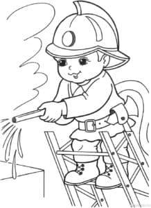 пожарник тушит
