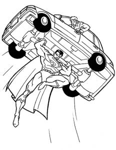 Супермен поднял машину
