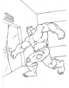 Супергерой ломает двери