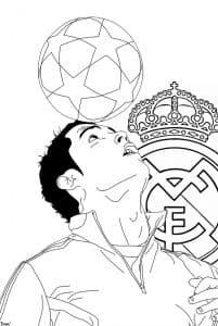 Роналду с мячом на голове раскраска