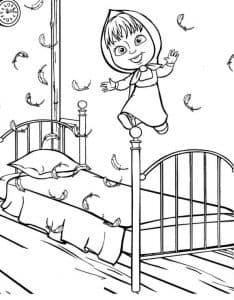 Маша прыгает на кровати