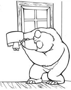Медведь ищет Машу раскраска