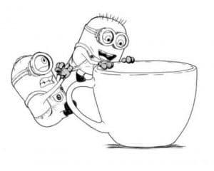 Миньоны лезут в чашку